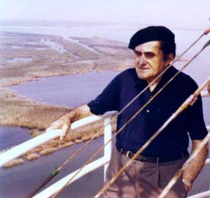Giuseppe Marchiori sul faro di Pila Porto Tolle nel 1975
